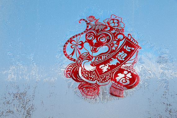 过年贴窗花是传统民俗