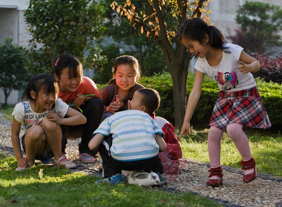 <p>《金色童年》</p>-金色童年 2013年张张丽双周赛第1期 寒意 投稿